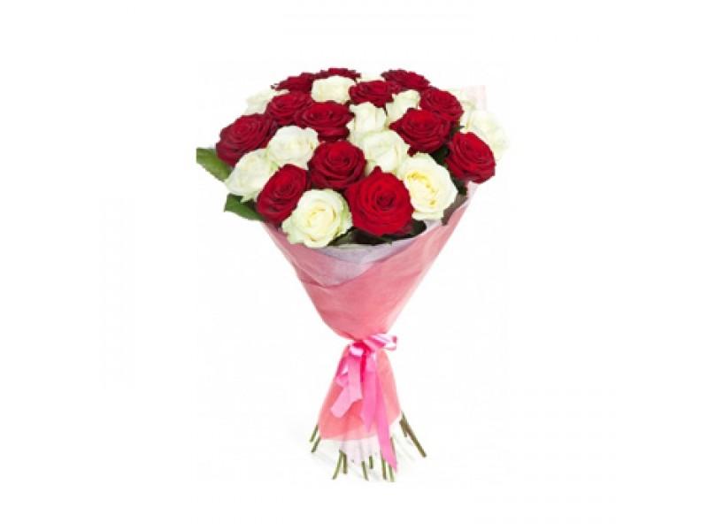букет из красных и белых роз считается прекрасным антисептиком